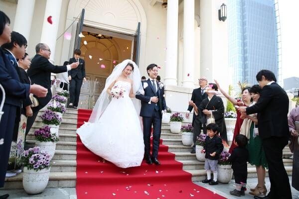 新潟市結婚式場 ブレストン BIGハンバーガー ハンバーガー ケーキ入刀 ウェディングケーキ フラワーシャワー レッドカーペット アフターセレモニー ファーストバイト