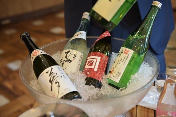 新潟市結婚式場 ブレストン キャンプ アウトドア キャンプウェディング アウトドアウェディング ビビンバ 日本酒 ビュッフェ テント