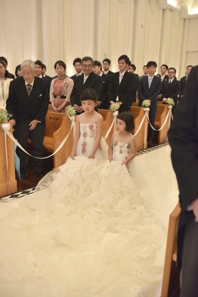 新潟市結婚式場 ブレストン トレーンベアラ トレンベアラ リングボーイ お子様ゲスト チャペル式 ウェルカムアイテム 階段装飾 受付