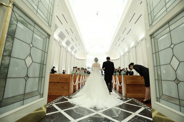 新潟市結婚式場 ブレストン チャペル バックショット バージンロード