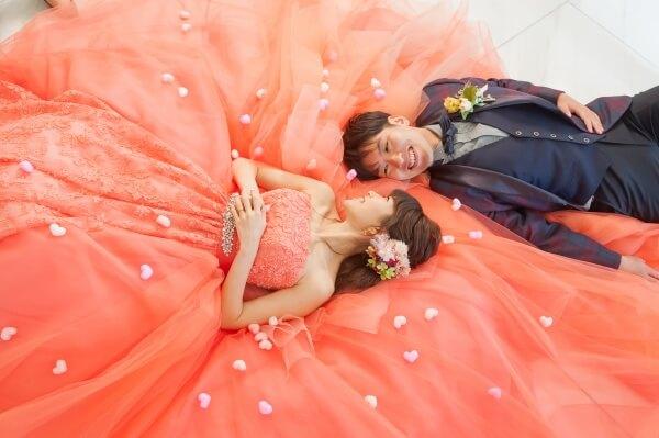 新潟市結婚式場 ブレストン ロビー ウェイティングスペース ウェルカムアイテム ウェルカムグッズ 階段 前撮り 寝ころびショット