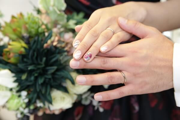 【指先までキレイに可愛く❤】イマドキ花嫁さんのブライダルネイル事情♪
