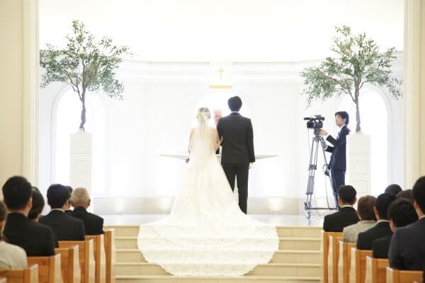 新潟市結婚式場 ブレストン ナチュラル ウェディング 海外 アースカラー ニュアンスカラー ワイルドフラワー フラワーコーディネート ボタニカル 大人 チャペル式 リーフシャワー アフターセレモニー