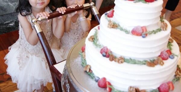 新潟市結婚式場 ブレストン ナチュラル ウェディング 海外 アースカラー ニュアンスカラー ワイルドフラワー フラワーコーディネート ボタニカル 大人 パーティ 演出 ビアサーブ カラードレス 白無垢 ウェディングケーキ 子ども サプライズ